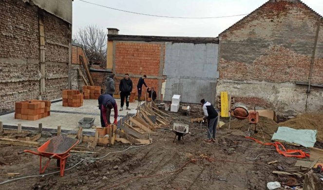 THE GREAT HEART OF VOŽDOVAC IS BUILDING KELET'S HOUSE! Walls