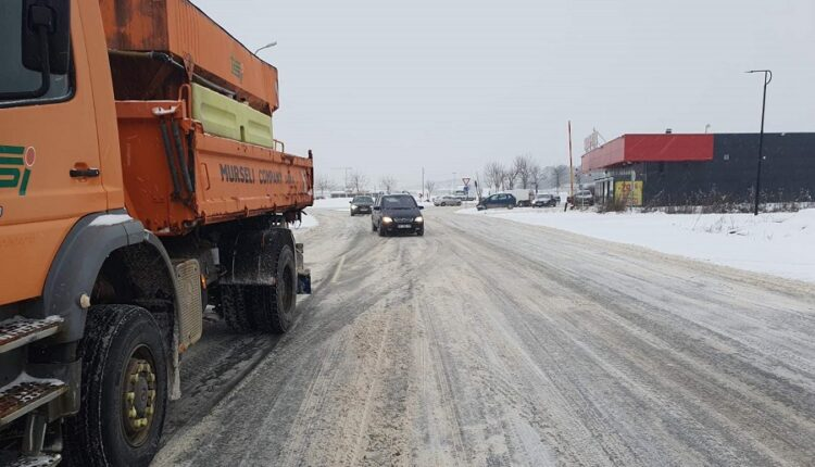 MI says all roads are passable, appeals for careful driving