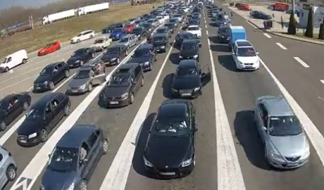 SERBIA HAS VACCINES FOR EVERYONE! Convoys of vehicles at border