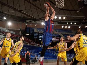 Barcelona defeated Alba, Fener celebrated in Piraeus