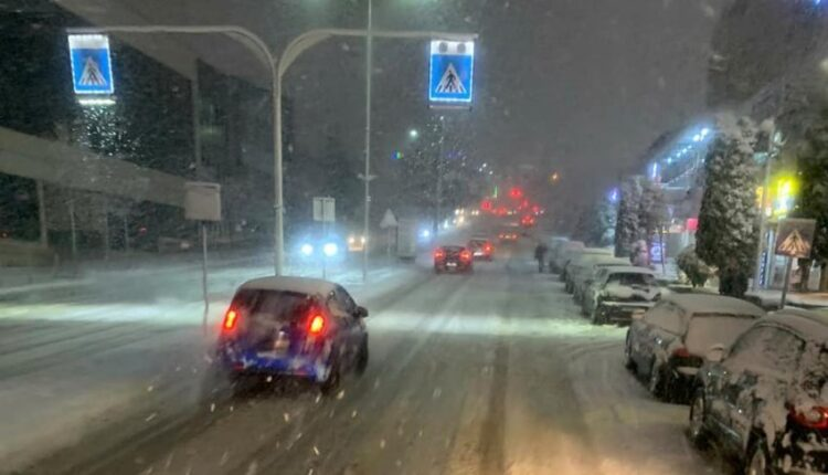 This is the condition of the snowy roads of Prishtina